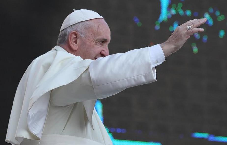 Papież Franciszek zachęca do tweetowania