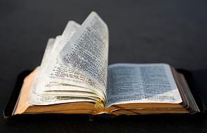 Czytasz Biblię i nie czujesz Boga? Może popełniasz ten częsty błąd