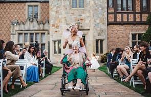 Babcia panny młodej miała wyjątkowy udział w ceremonii [FOTO]
