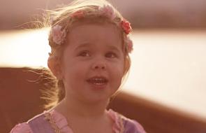 Poznajcie Claire; dziewczynkę, która śpiewa jak anioł [WIDEO]