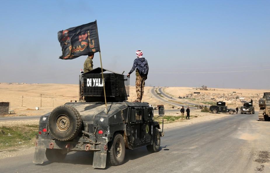Irak: siły rządowe atakują lotnisko w Mosulu