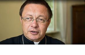 Jaką postawę przyjąć w czasie komunii św.?