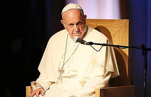 Papież modlił się za uchodźców
