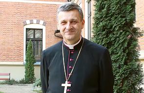 Bp Roman Pindel objął opieką syryjską rodzinę