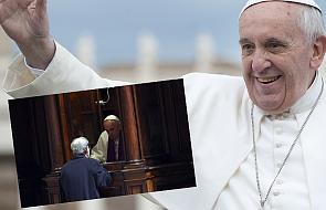 Papież usiadł w konfesjonale by spowiadać wiernych