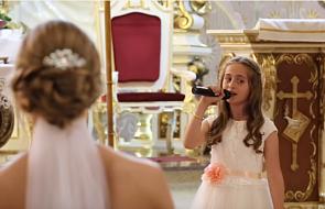Dzięki tej dziewczynce ich ślub obejrzało... niemal 10 milionów internautów