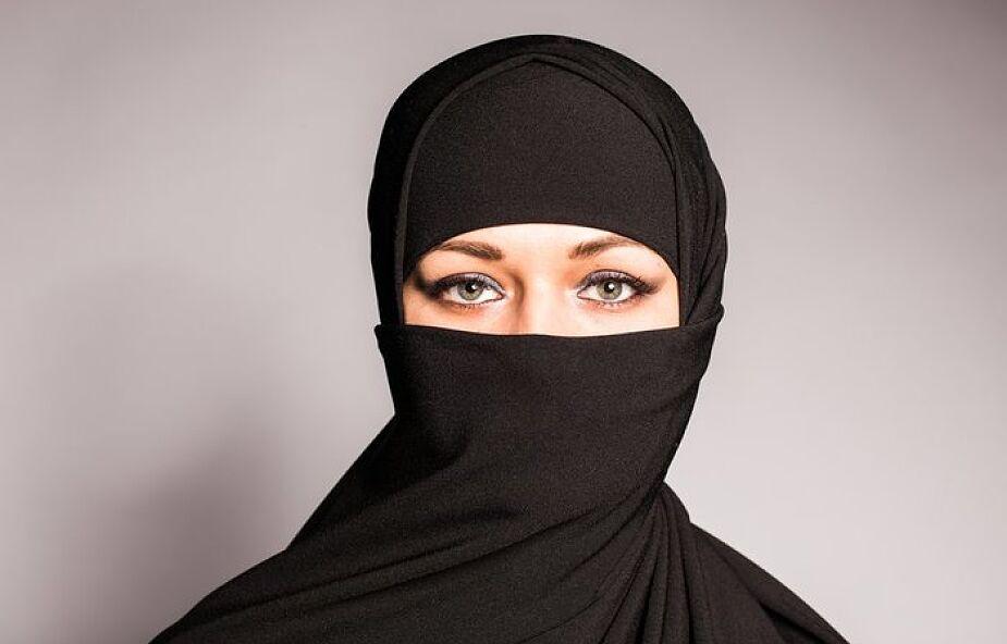 Austria: zakaz noszenia burki w ramach integracji
