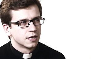 Młody jezuita o nastrojowej muzyce w Triduum Paschalnym