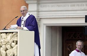 Franciszek: ofiarujmy jej nasze radości i smutki