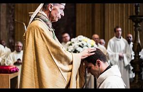 Piękne zdjęcia, które pokazują, jak wyglądają święcenia u jezuitów