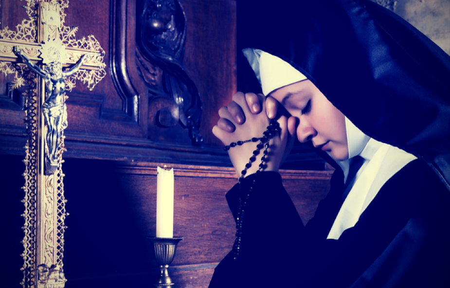Historie księdza i zakonnicy, które pokazują, że trzeba (bardzo!) uważać