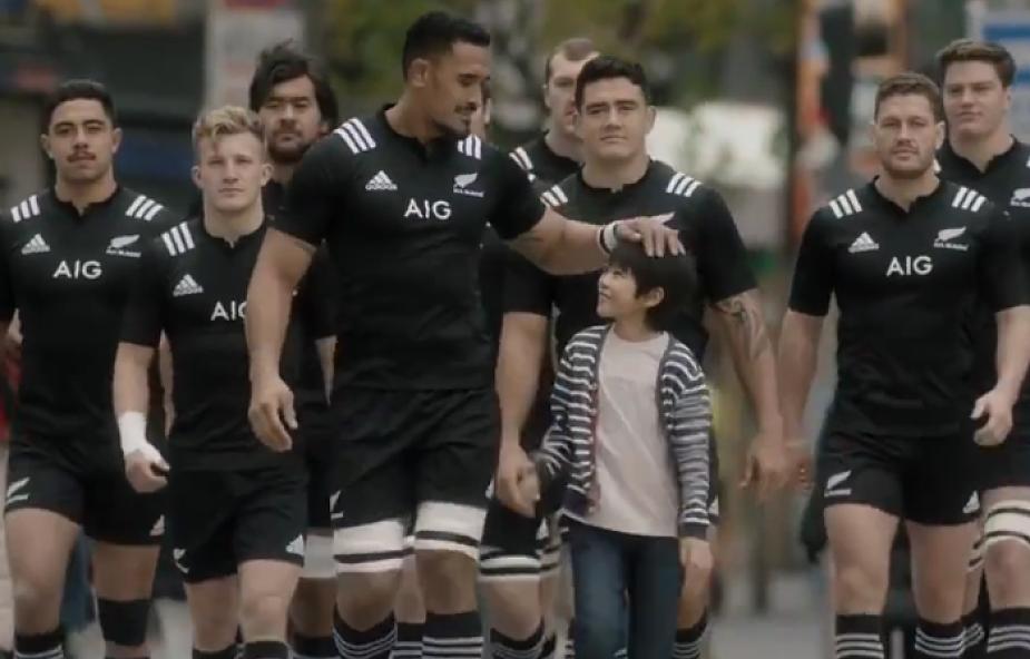 Japońska reklama z zawodnikami rugby podbija sieć [WIDEO]