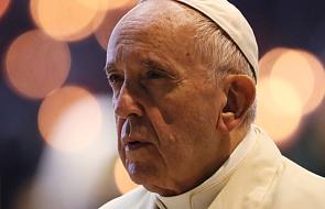 Franciszek wzywa do odmawiania różańca o pokój