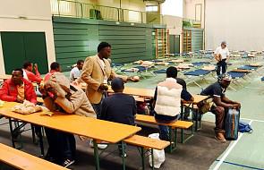 Włochy: ksiądz oskarżony o współpracę z mafią przy wyłudzaniu pieniędzy dla uchodźców