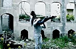 Niezwykły taniec w ruinach zniszczonego Aleppo [WIDEO]