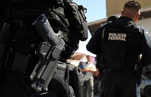 Napad rabunkowy na autobus pełen policjantów