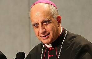 """Abp Fisichella: nie używam wyrażenia """"papież senior"""""""