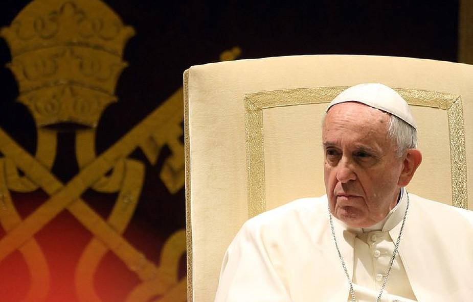 Papież modli się za ofiary pożaru w Londynie