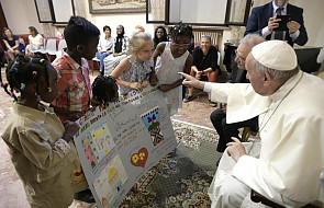 Papież spotkał się z młodzieżą i uchodźcami