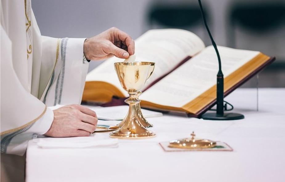 5 potężnych modlitw, które pozwolą ci odkryć moc Eucharystii