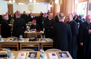 Biskupi i władze zawierzyli Polskę Niepokalanemu Sercu Maryi