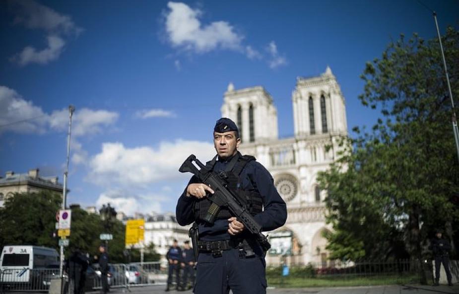 Francja: zamachowiec sprzed Notre Dame związany z IS