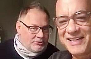 """Tom Hanks zaśpiewał """"Sto lat"""" z okazji urodzin Moniki [WIDEO]"""