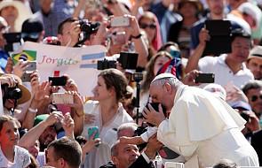 Jak rozdzielono papieską pomoc na Lesbos?