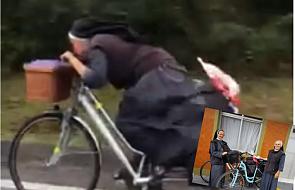 Tak poruszać się w habicie na rowerze to sztuka
