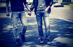 """""""Homoseksualizm jest darem Bożym"""". Słowa biskupa wywołały burzę"""
