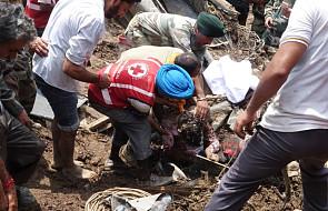 Indie: osuwająca się ziemia zasypała autobusy - kilkudziesięciu zabitych