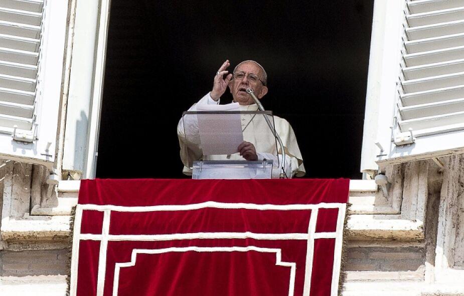Papież modlił się z wiernymi za ofiary zamachów terrorystycznych