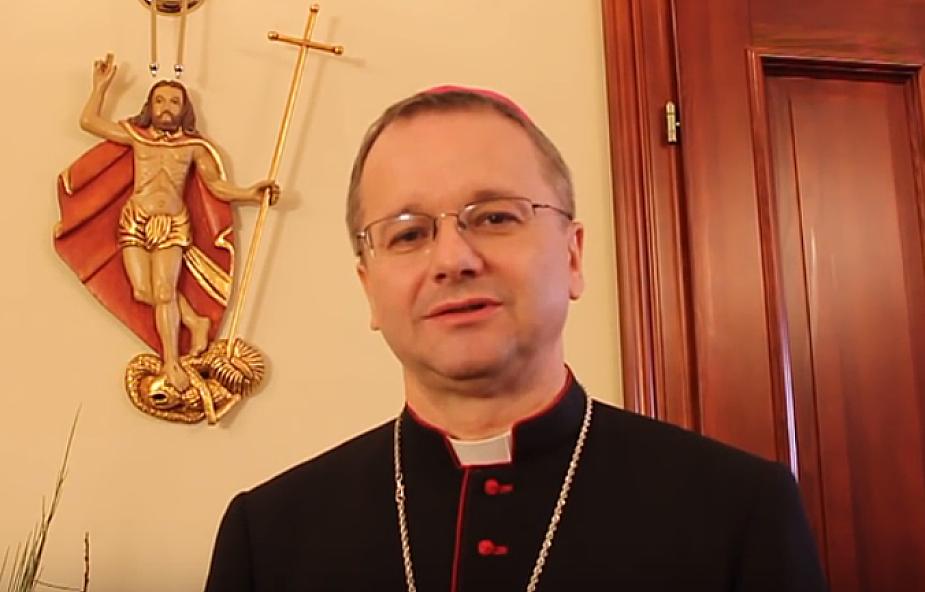 """Bp Lityński: katecheta nie może nigdy powiedzieć """"dzisiejsza młodzież jest okropna"""""""