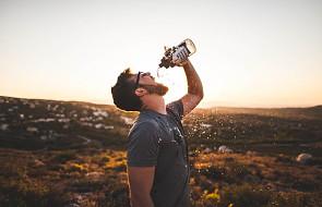 Co łączy wiarę w Jezusa z piciem wody mineralnej? [WIDEO]