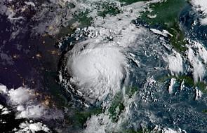 USA: huragan Harvey zbliża się do Teksasu i przybiera na sile. Ewakuowanych jest tysiące ludzi