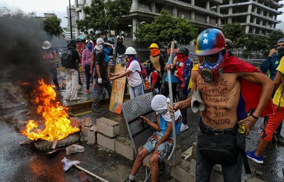 Wenezuela: niespotykana w historii liczba emigrantów i ubiegających się o azyl