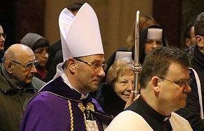 """Abp Polak: święto Przemienienia Pańskiego zachętą do """"życia w świetle"""""""