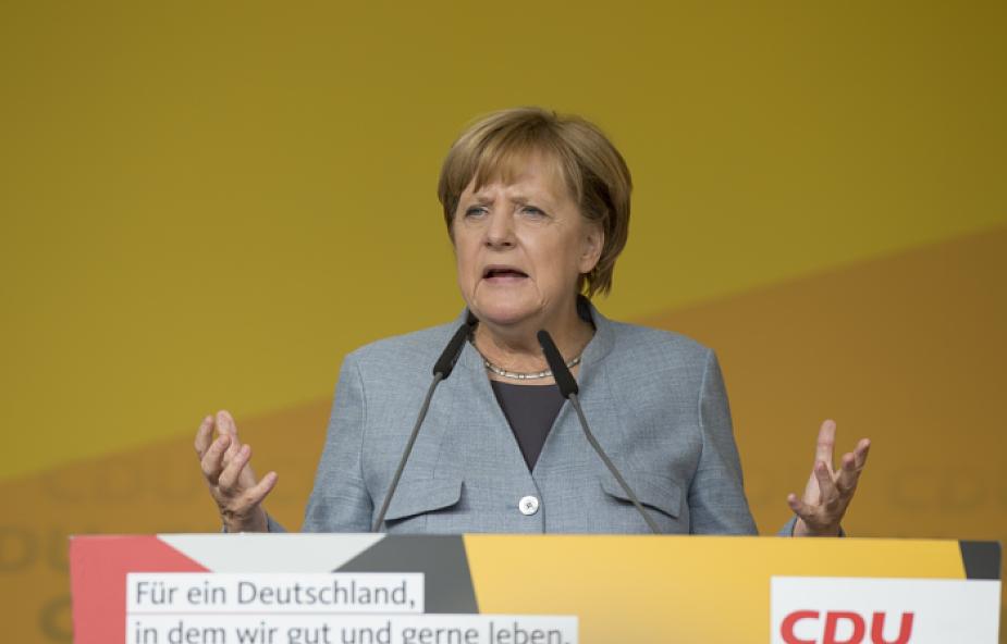 Niemcy: Merkel grozi Węgrom konsekwencjami finansowymi ws. uchodźców