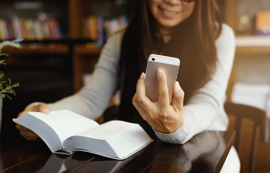 Czy można modlić się na smartfonie?
