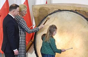 Para prezydencka wspiera WOŚP: przekazali do licytacji muszkę Prezydenta i kostium Pierwszej Damy