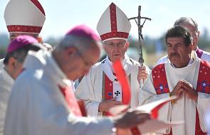 Watykan dementuje: rzucony w kierunku Franciszka przedmiot nie stanowił zagrożenia
