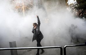 Iran: trwają zamieszki przeciw władzom. Od soboty aresztowano co najmniej 450 demonstrantów