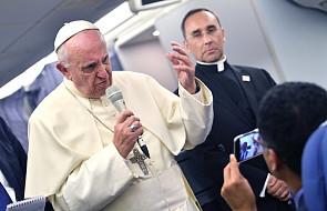 """Papież: ci ludzie musieli uciekać i zostawić """"nawet najdroższe i najświętsze dla nich rzeczy"""""""
