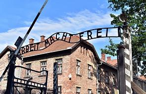 """Byli więźniowie Auschwitz ostrzegają przez """"rytualizowaniem"""" pamięci"""