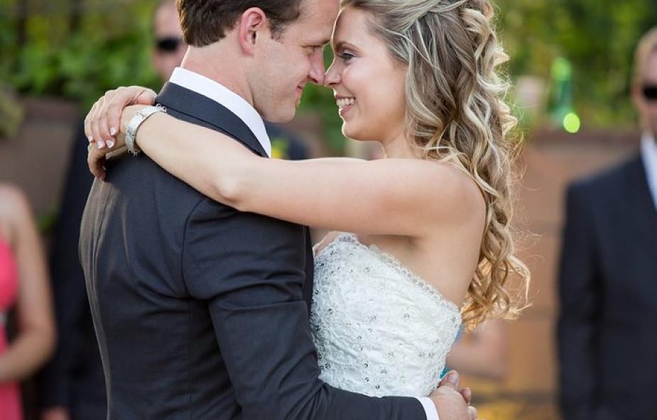 Czy bierzmowanie jest potrzebne, by zawrzeć katolickie małżeństwo? Odpowiedź cię zaskoczy