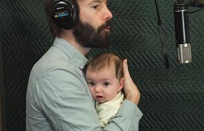 Cała rodzina śpiewa najmłodszej córce piosenkę, po której nie można być smutnym [WIDEO]