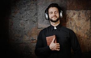 Pielgrzymki, uczestnictwo we mszy, światopogląd... Co wiemy o religijności Polaków?