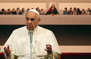 """Dziennikarz odkrył zaskakujący zwyczaj Franciszka. """"To pierwszy taki papież"""""""