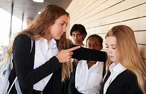 To dramatyczny problem w szkołach. Księża i katecheci mają w nim do odegrania ważną rolę