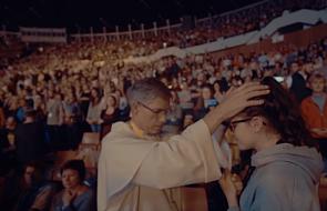 Między parafią a stadionem. Czy Kościół w Polsce jest w defensywie?